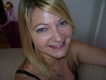 Andie Nash headshot